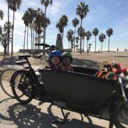 Unser Urban Arrow mitsamt den beiden Kids von Bernd in: Venice Beach!
